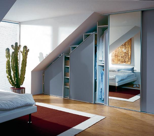 Schränke unter Dachschrägen - Modern - Ankleidezimmer ...