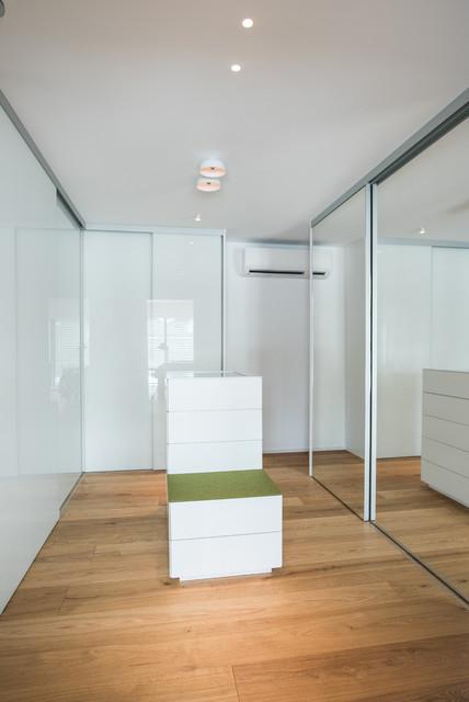 Wohnhaus_Ankleidezimmer minimalistisch-ankleidezimmer