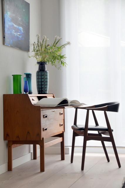 das kleine bureau diskreter arbeitsplatz im wohnzimmer. Black Bedroom Furniture Sets. Home Design Ideas