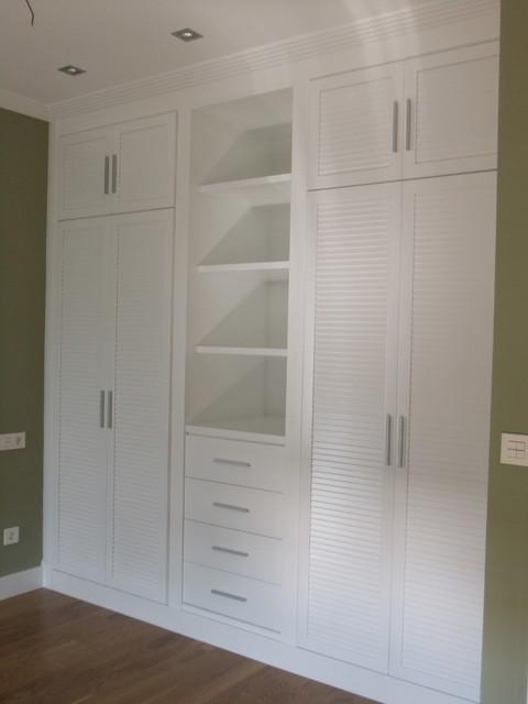 Armario ba o blanco lacado for Roperos empotrados para dormitorios con espejo