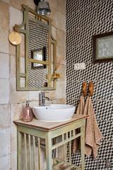 Más vale una imagen...: 19 baños pequeños llenos de buenas ideas