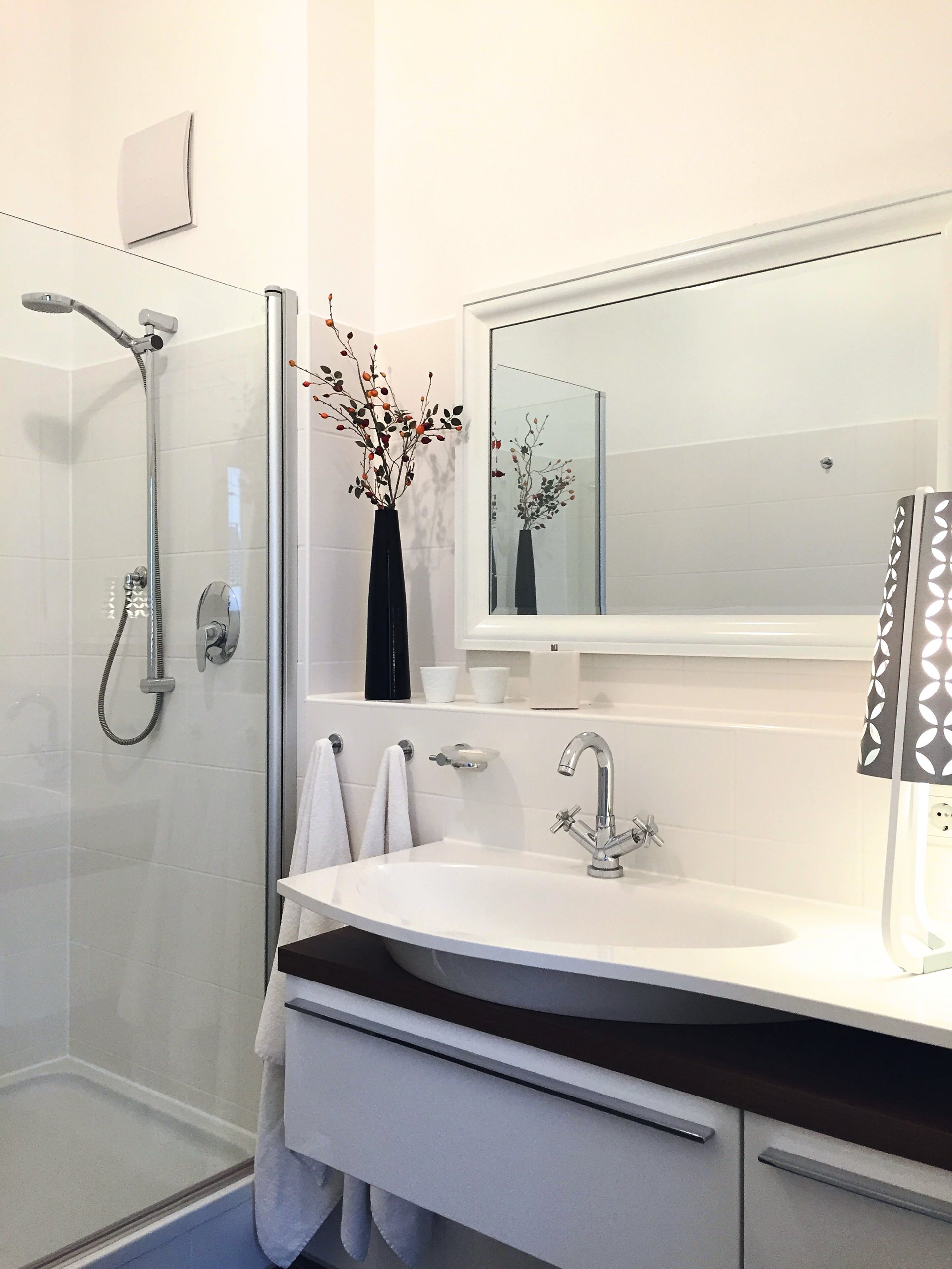 Der neue weiße Spiegel sorgt für optische Weite