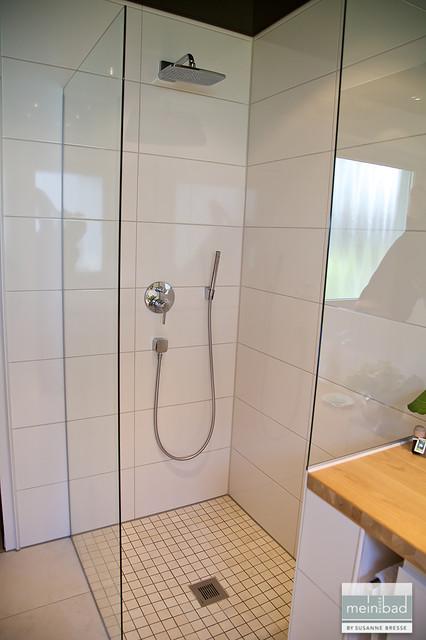 Altersgerechtes Bad mit Whirlpool und Dusch WC