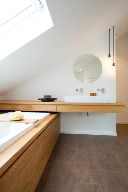 Bad Im Dachstudio Modern Badezimmer