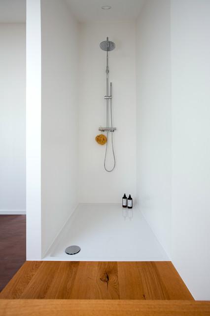 Bad im Dachstudio contemporary-badrum