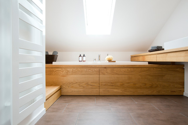 Bad im dachstudio modern badezimmer frankfurt am for Bad deckenbeleuchtung