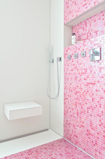 bad in pink mit mosaik modern badezimmer other metro - Badezimmer Mosaik Modern