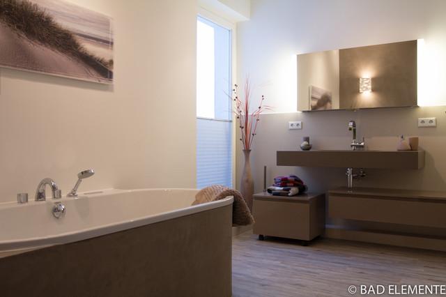 BAD mit Anfertigungen aus Quarzstein und Mineralischen Wandputzen - Modern - Badezimmer ...