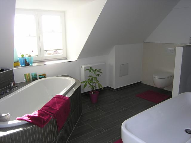 Bad mit Eckwanne - Modern - Badezimmer - München - von Ihr ...