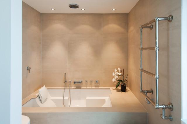 Bad mit Wellness Badewanne - Einbaubadewanne - Modern - Badezimmer ...