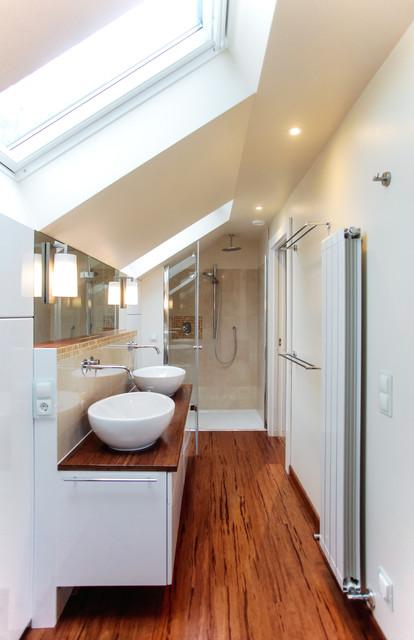 badezimmer im dachgeschoss modern badezimmer berlin von katarzyna szczyra raumgestaltung. Black Bedroom Furniture Sets. Home Design Ideas