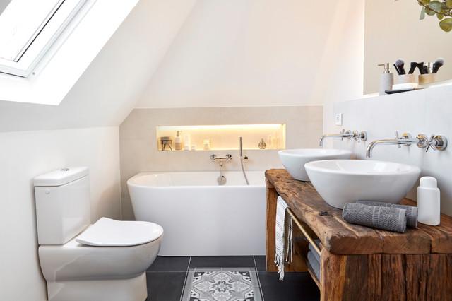 Badezimmer im klassisch modernen landhausstil in - Bagno in campagna ...