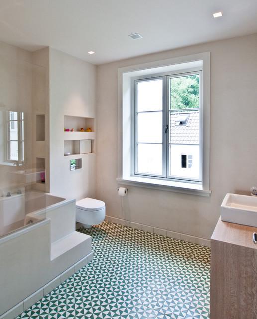 Badezimmer im obergeschoss rustikal badezimmer hamburg von thomas kampeter wandgestaltung - Badezimmer rustikal ...