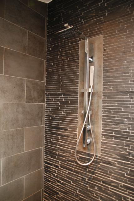 Badezimmer in Basalt und Schiefer - Modern - Badezimmer ...