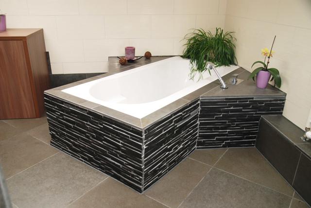 badezimmer in basalt und schiefer - modern - badezimmer - sonstige ... - Badezimmer Mosaik Modern
