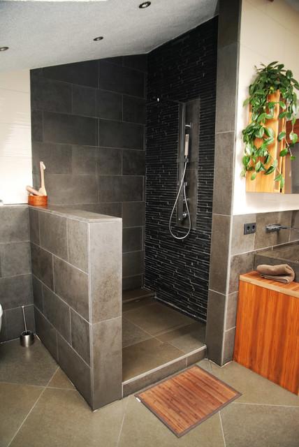 Badezimmer in Basalt und Schiefer - Modern - Badezimmer - Sonstige ...