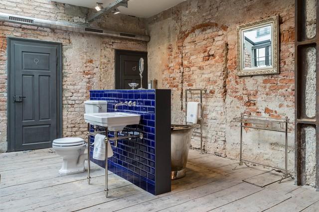 Badezimmer in Loft mit Steinwand - Industrial - Badezimmer ...