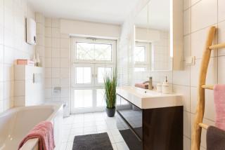 Moderne Badezimmer mit Eckbadewanne Ideen, Design & Bilder ...