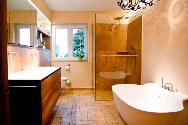 Badgestaltung in Travertin - Rustikal - Badezimmer ...