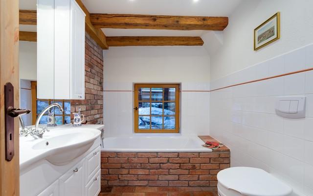 bauernhof sanierung badezimmer rustikal badezimmer. Black Bedroom Furniture Sets. Home Design Ideas