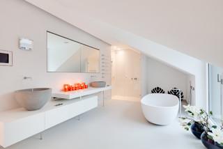 bauhaus villa minimalistisch badezimmer m nchen von vadim kretschmer photography. Black Bedroom Furniture Sets. Home Design Ideas
