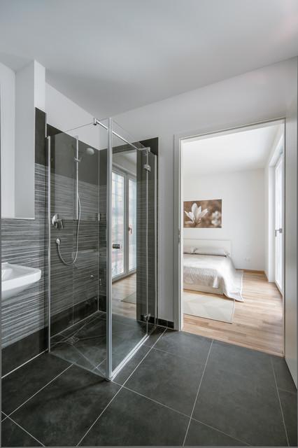 Berlin lichtenberg modern badezimmer berlin von for Badezimmer berlin