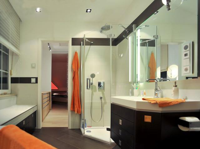 Blick Vom Bad Durch Das Ankleidezimmer Ins Schlafzimmer Modern Badezimmer