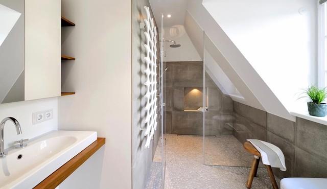 Bodengleiche Dusche in Dachschräge - Minimalistisch ...