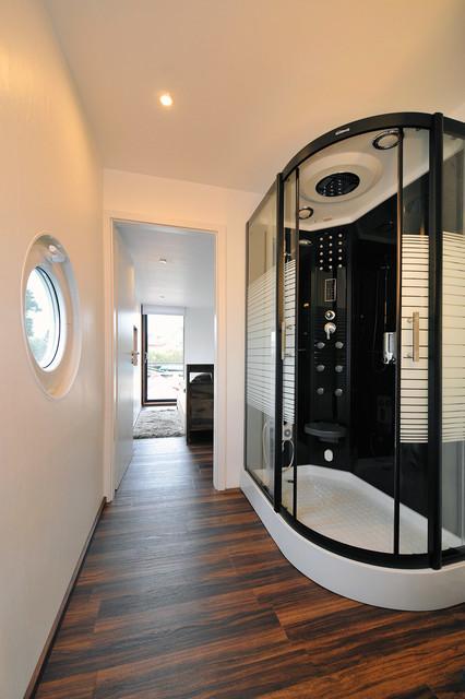 cruiser hausboot modern badezimmer berlin von. Black Bedroom Furniture Sets. Home Design Ideas