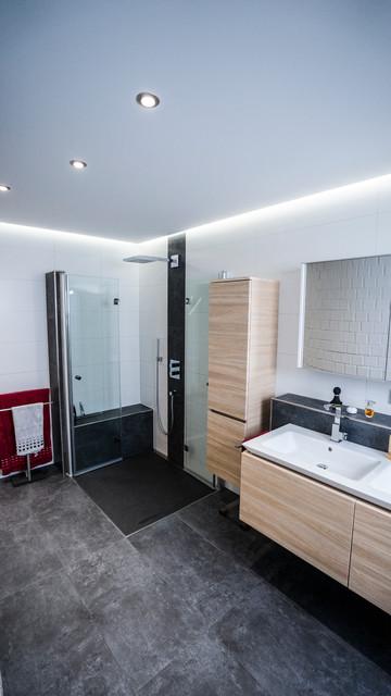 Deckengestaltung mit CLIPSO® und Beleuchtungskonzept im Badezimmer ...