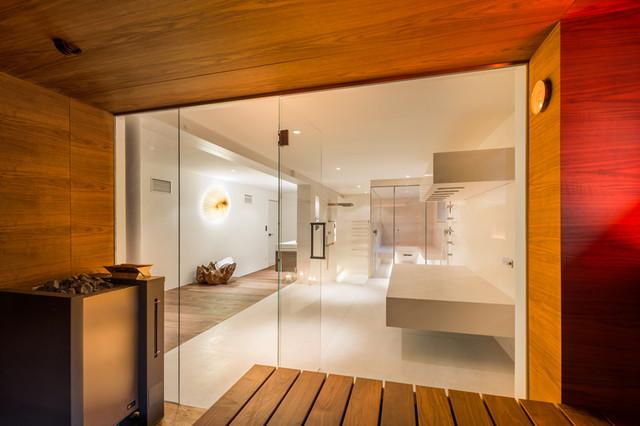 design sauna mit glasfront ausblick auf das privat spa asiatisch badezimmer m nchen von. Black Bedroom Furniture Sets. Home Design Ideas