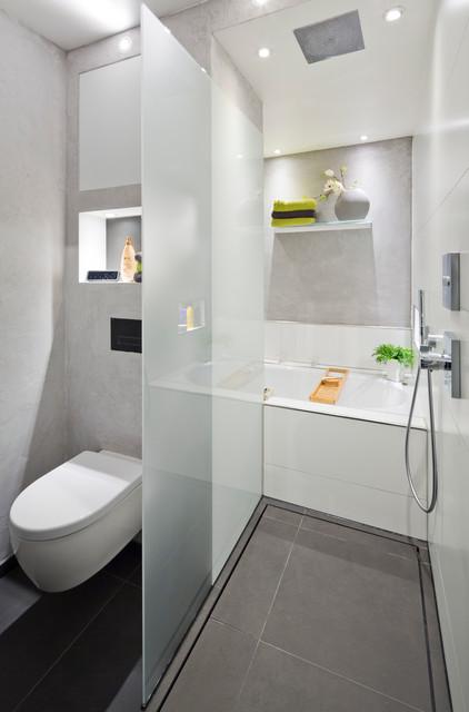 Die Dusche Als Durchgang Zur Badewanne Modern Badezimmer