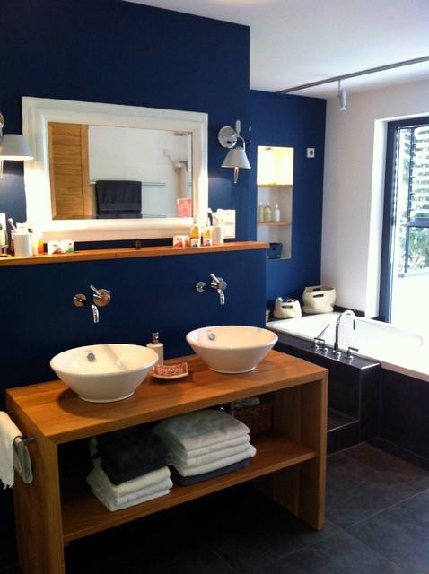 Ein Bad in der Farbe blau nach der traditionellen Feng Shui ...
