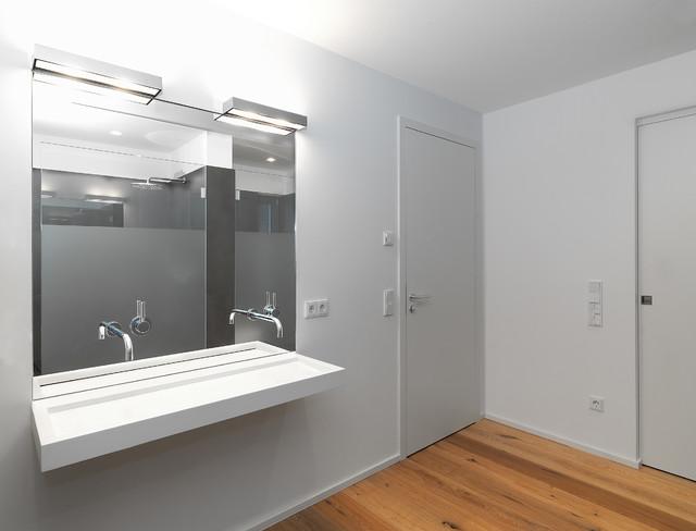 einfamilienhaus mit burgblick modern badezimmer berlin von berm ller niemeyer. Black Bedroom Furniture Sets. Home Design Ideas