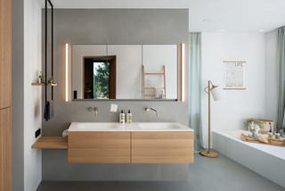 Badezimmer mit Waschtisch aus Holz Ideen, Design & Bilder ...