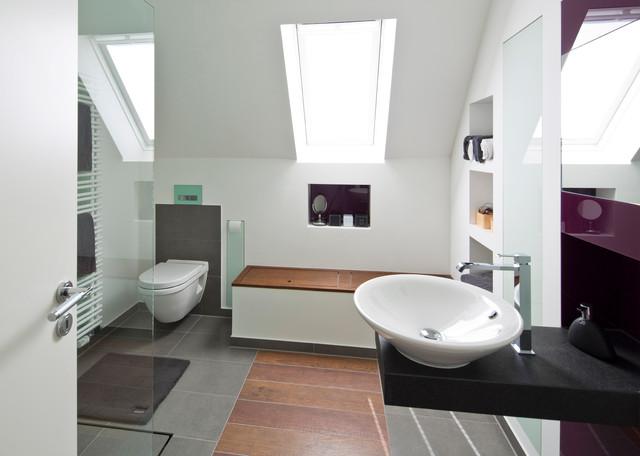 elternbad mit ger umiger sitzbank und viel stauraum modern badezimmer hamburg von baqua. Black Bedroom Furniture Sets. Home Design Ideas