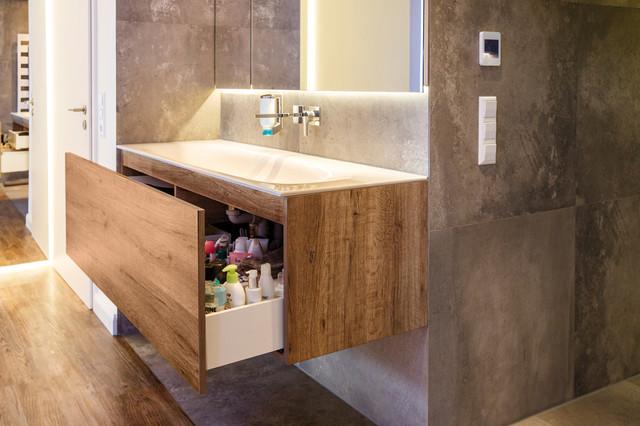 Mini badezimmer stauraum : Exklusive bad lösung mit extremer stauraum qualität modern