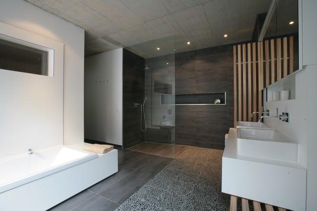 faltenwurf mit ausblick haus k modern badezimmer n rnberg von markus gentner att. Black Bedroom Furniture Sets. Home Design Ideas