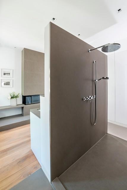 freistehende wandscheibe mit dusche modern badezimmer hamburg von cornehl atelier f r. Black Bedroom Furniture Sets. Home Design Ideas