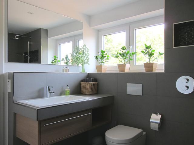 Gästebad mit offener Dusche - Modern - Badezimmer - Köln ...