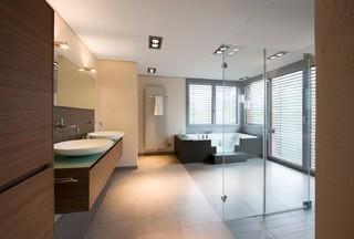 gro e dusche modern badezimmer n rnberg von dreyer. Black Bedroom Furniture Sets. Home Design Ideas