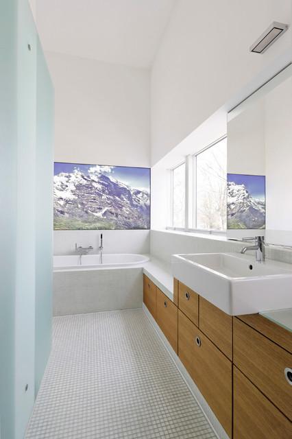 Haus der Bilder modern-bathroom