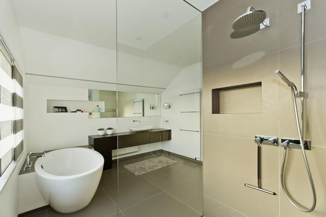 Haus H. modern-badezimmer