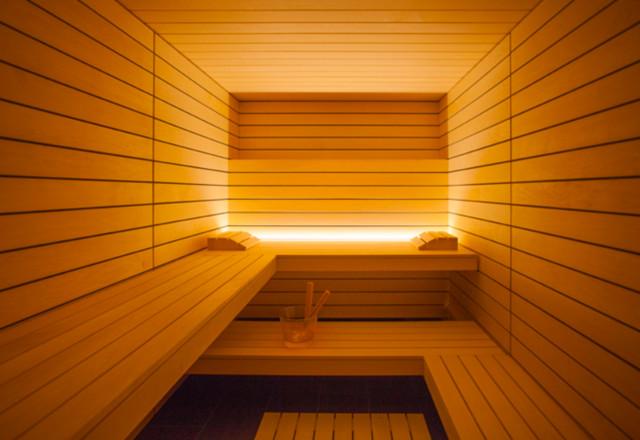 hochwertige sauna im minimalistischen bauhaus stil. Black Bedroom Furniture Sets. Home Design Ideas