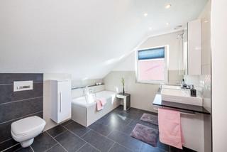 Badezimmer mit schwarzen Fliesen Ideen, Design & Bilder   Houzz