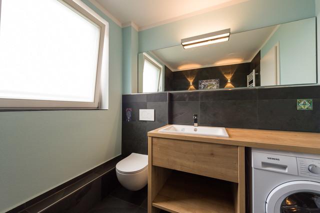 Bekannt Kleines Bad mit Waschmaschine und handbemalten Fliesen - Modern FA75