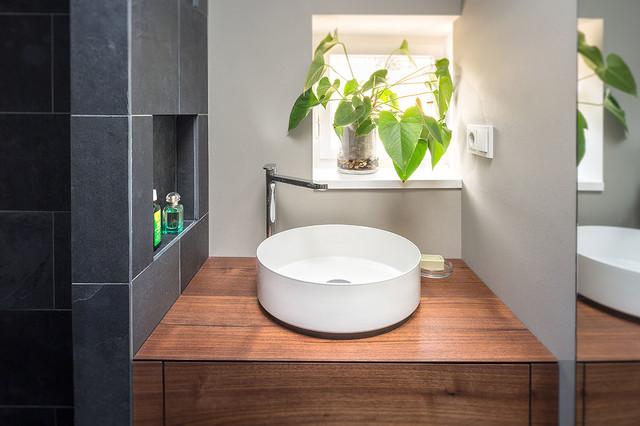 Kleines badezimmer modern bathroom berlin by for Kleines badezimmer modern