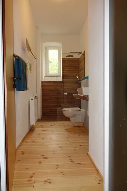 Lärche Holzboden, Dusche aus Teakholz - Maritim - Badezimmer ...