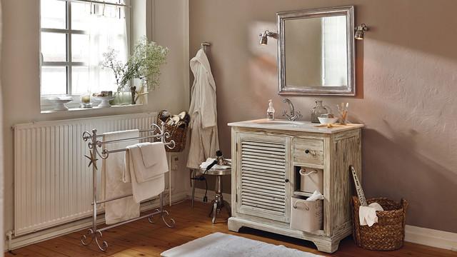 LOBERON - Gemütliches Badezimmer im Landhausstil