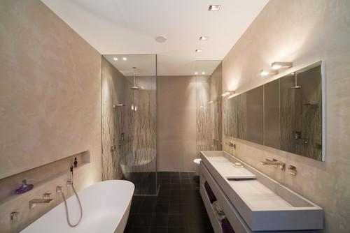 9 Experten-Tipps für ein innenliegendes oder dunkles Bad